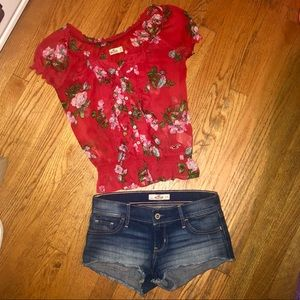 Hollister Red Floral Button Down Blouse! Size: XS
